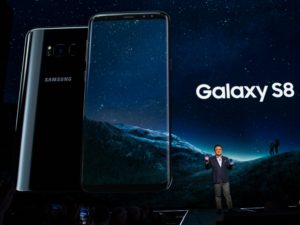 galaxy s8 versus iphone features